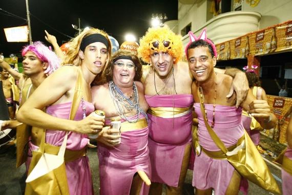 foliões no carnaval